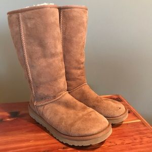 GUC (hole) UGG Classic Tall Boots Women's Size 9